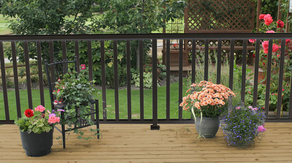 Wide-Black-Picket-Railing-on-deck