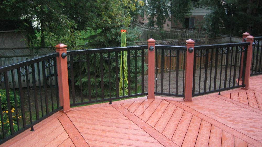 Wide-Black-Picket-Railing-on-red-deck